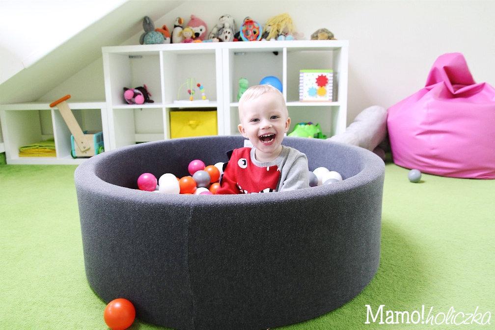 konkurs, smyk, zabawki, basen z piłkami, żłobek, najlepszy żłobek, dziecko, niemowlę, chłopczyk, chłopiec, blondas,