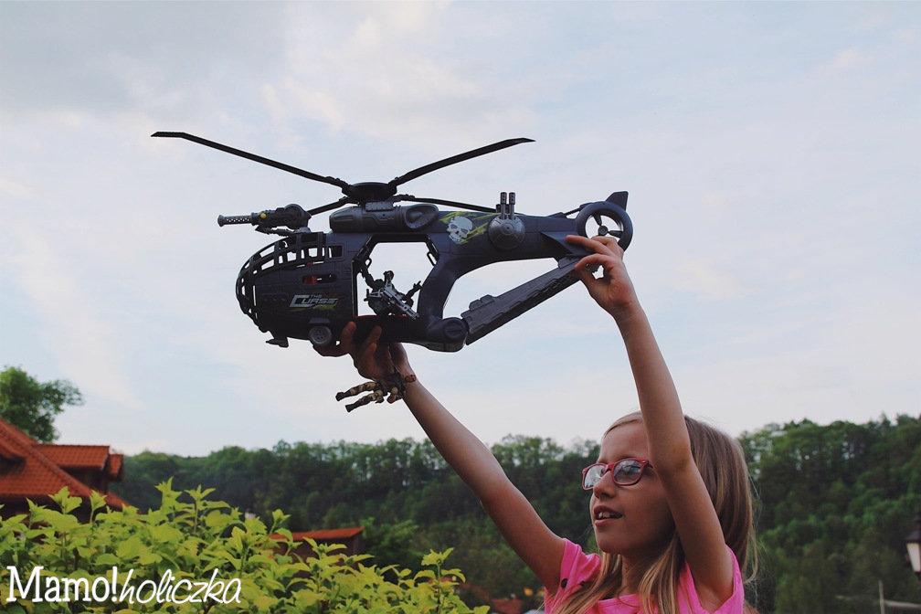 samolot, zabawa, czas z dzieckiem, wielodzietni, blog parentingowy, zdjęcie samolotu zabawki