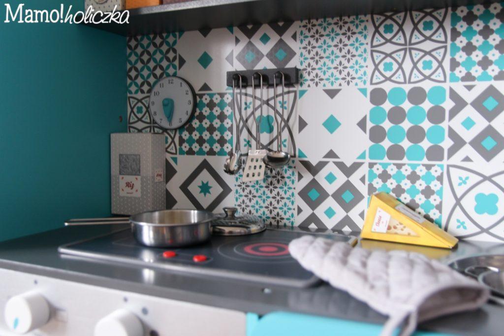 janod, duża kuchnia drewniana, piękna kuchnia, kucharz